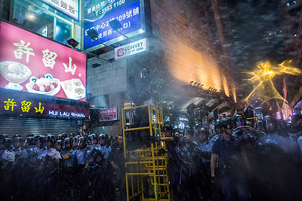Spray「Police Continue Efforts To Clear Hong Kong Protest Sites」:写真・画像(7)[壁紙.com]