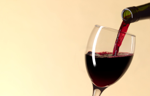 Refreshment「Pouring glass of red wine with copy space」:スマホ壁紙(10)