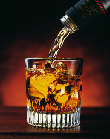 Pouring「Pouring glass of whiskey」:スマホ壁紙(15)