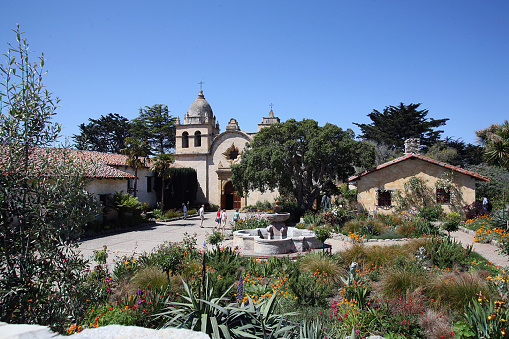 City of Monterey - California「Mission San Carlos Borromeo de Carmel, Carmel CA, home to a Catholic parish. Founded in 1770 by Fr Junipero Serra, where he is buried under it's altar. Today it still has daily masses, a museum, and a school. Mission also hosts concerts, art exhibit」:スマホ壁紙(3)