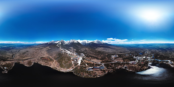 Snow scene「高タトラ山脈、スロバキアの山脈のリゾートの全球の空中パノラマ」:スマホ壁紙(16)