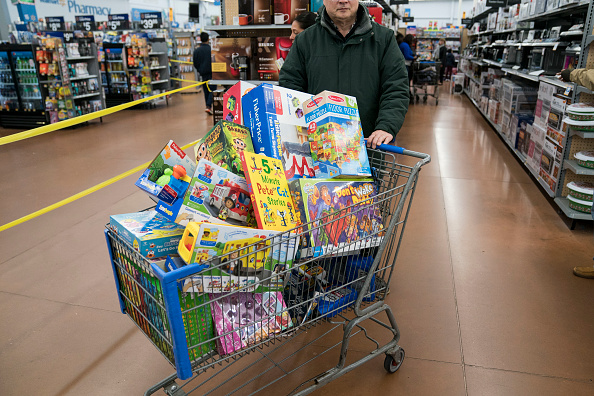 King of Prussia - Pennsylvania「Black Friday Starts Early As Shoppers Hit The Stores On Thanksgiving Night」:写真・画像(16)[壁紙.com]