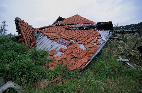 Destruction「Shed devastated by mudslide, Kanton Fribourg, Switzerland」:写真・画像(14)[壁紙.com]
