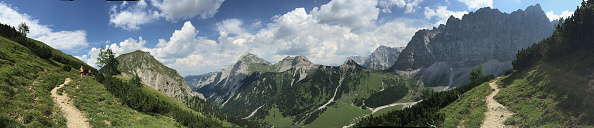 Panoramic「Hiking Across The Karwendel Mountain Range」:写真・画像(2)[壁紙.com]