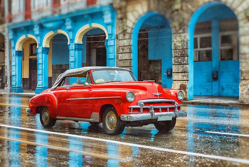 Cuban Culture「Vintage classic red american oldtimer car in old town of Havana Cuba」:スマホ壁紙(17)