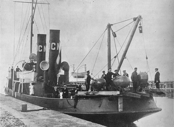 Sailor「A German Mine Layer Leaving Port With Her Mines Ready On Deck 1914」:写真・画像(18)[壁紙.com]