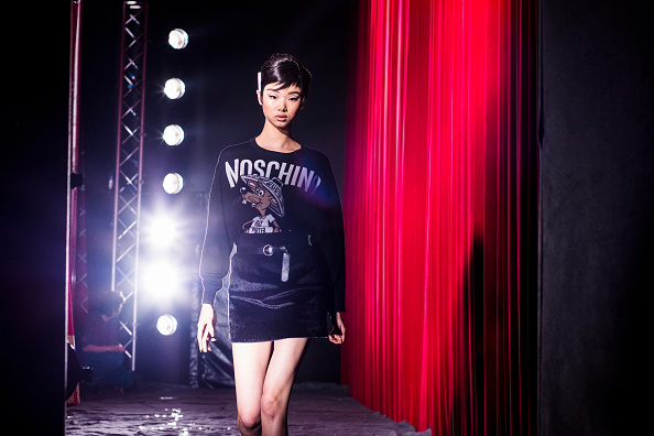 Tristan Fewings「Moschino - Backstage - Milan Fashion Week Fall/Winter 2017/18」:写真・画像(14)[壁紙.com]