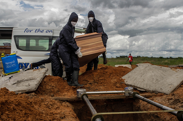 Grave「Harare Cemetery Prepares To Receive Covid-19 Victims」:写真・画像(5)[壁紙.com]
