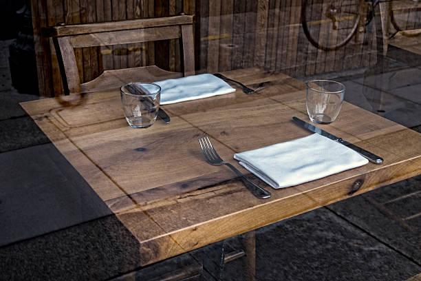 Set restaurant table:スマホ壁紙(壁紙.com)