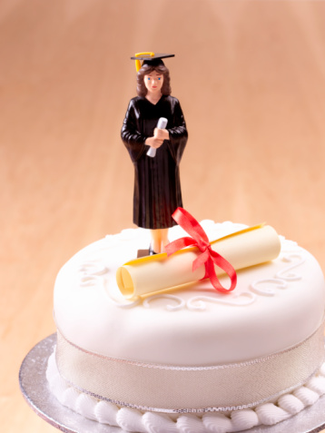 University Student「Female graduate celebration cake. 」:スマホ壁紙(18)