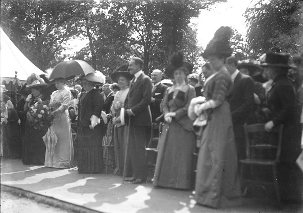 Edwardian Style「People At An Event」:写真・画像(14)[壁紙.com]
