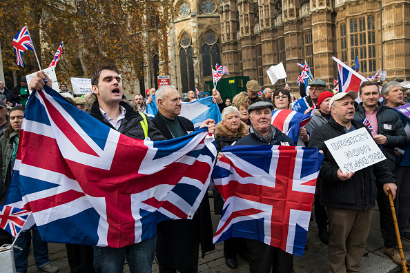 Protest「Pro-Brexit Demonstrators Call For Government To Trigger Article 50」:写真・画像(2)[壁紙.com]
