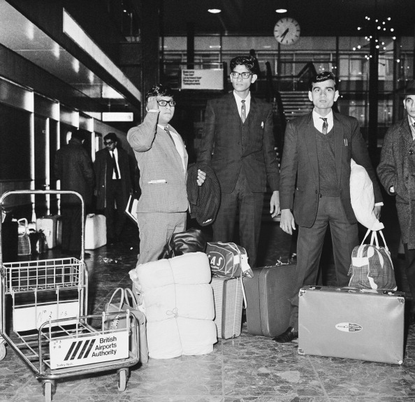 Indian Subcontinent Ethnicity「Immigrants At Heathrow」:写真・画像(0)[壁紙.com]