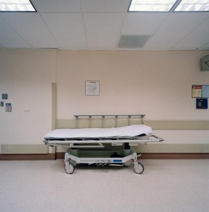 Stretcher「Gurney in hospital corridor」:スマホ壁紙(9)