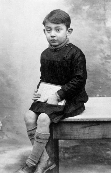 セルジュ・ゲンスブール「Serge Gainsbourg (1928-1991) here as a child in 1934」:写真・画像(18)[壁紙.com]