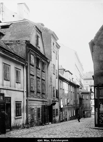 Footpath「Vienna 7: Look Into The Faßziehergasse In Vienna. About 1910. Photograph By Bruno Reiffenstein (No. 4341).」:写真・画像(8)[壁紙.com]