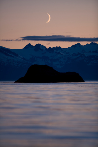 三日月形「New Moon above Frederick Sound, Alaska」:スマホ壁紙(4)