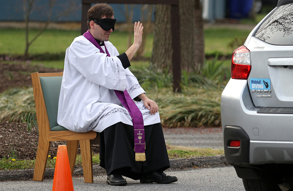 Bestpix「Priest In Maryland Offers Drive Thru Confession As Communities Across Country Encouraged To Practice Social Distancing To Stop Spread Of Coronavirus」:写真・画像(11)[壁紙.com]