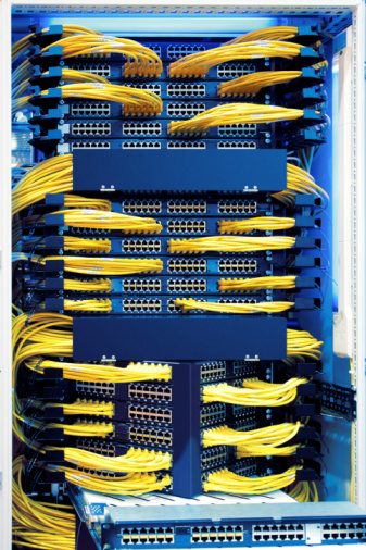 Rack「Network Cables and Computer Switches in Rack」:スマホ壁紙(7)