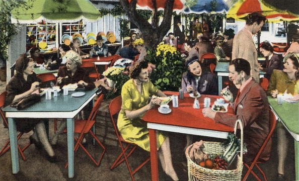 Hollywood - California「Dining in the west patio at The original Farmers markets, Hollywood (California), postcard, 50's」:写真・画像(10)[壁紙.com]