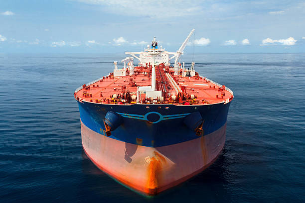 Oil Tanker at Sea:スマホ壁紙(壁紙.com)