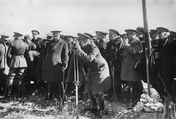 20世紀「Alfonso Xiii Of Spain At A Gas Test」:写真・画像(6)[壁紙.com]
