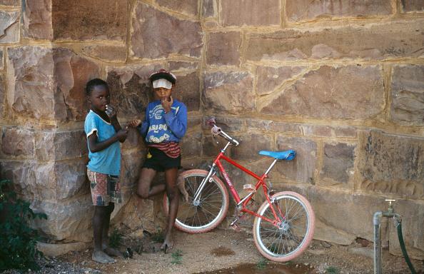 Frances M「Children With Bike」:写真・画像(3)[壁紙.com]