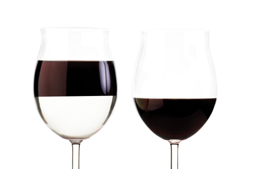 Halved「Two glasses with red wine」:スマホ壁紙(19)