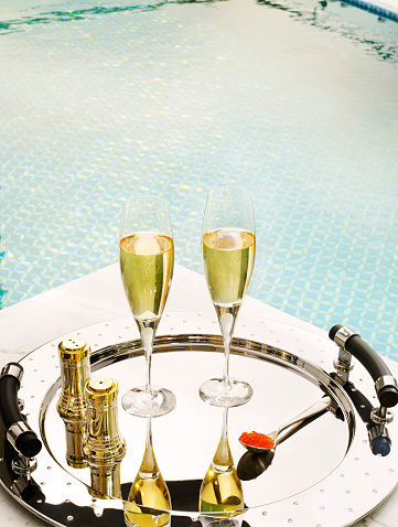 Stylish「Two glasses of champagne and caviar by the pool」:スマホ壁紙(10)