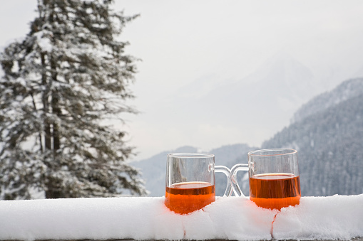 Tea - Hot Drink「Two glasses of drink sit on a snow covered ledge 」:スマホ壁紙(5)