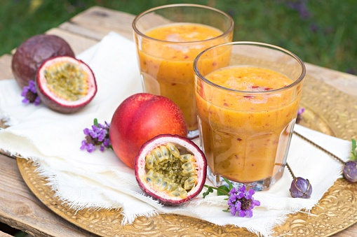 Passion Fruit「Two glasses of fruit smoothie with passion fruit, nectarine, pomegranate juice and rice milk」:スマホ壁紙(19)