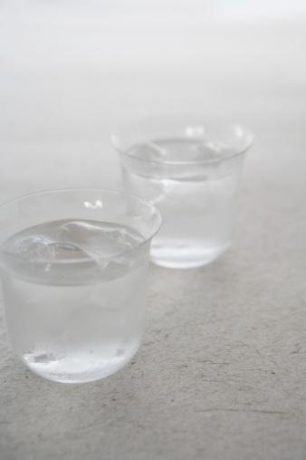 Sake「Two glasses of sake with ice, close-up」:スマホ壁紙(6)