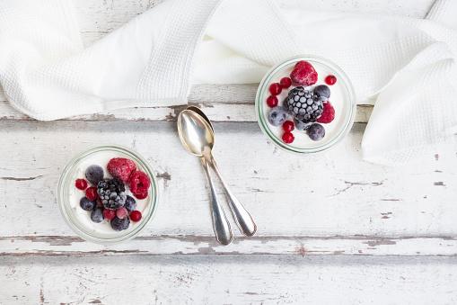 Raspberry「Two glasses of Greek yogurt with frozen berries」:スマホ壁紙(8)