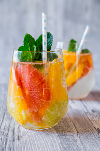 Grapefruit「Two glasses of detox water infused with citrus fruits」:スマホ壁紙(14)