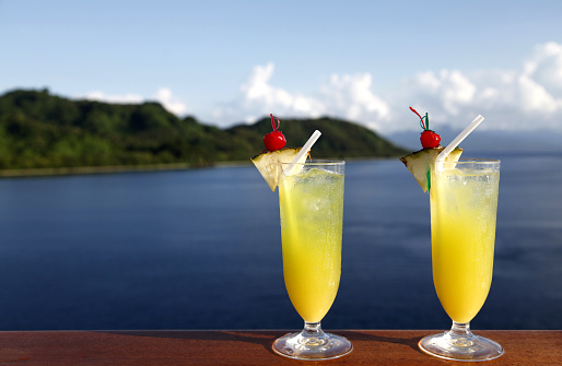 Cruise - Vacation「Two glasses of orange cocktail drinks by the water」:スマホ壁紙(2)