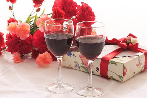 カーネーション「Two Glasses of Red Wine and Present」:スマホ壁紙(9)