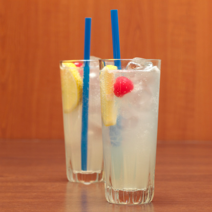 Fruit Garnish「Two glasses of gin fizz, close-up」:スマホ壁紙(17)