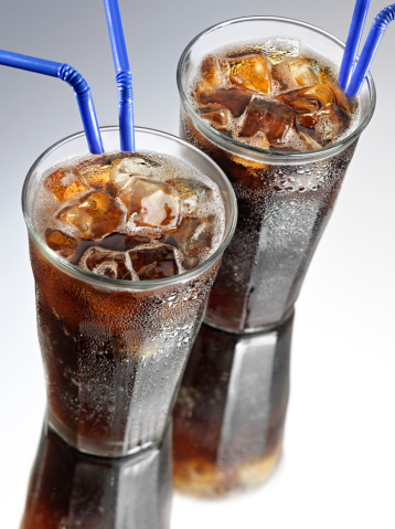コーラ「2 つのグラスのコーラソーダ、ストロー」:スマホ壁紙(2)