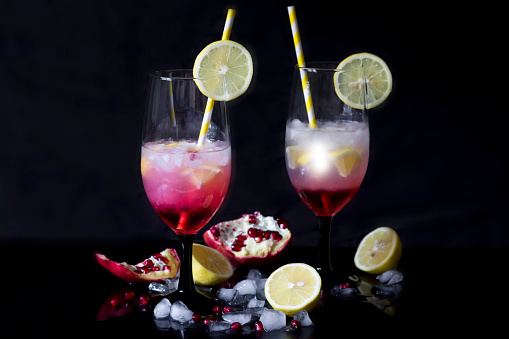 Pomegranate「Two glasses of Gin Daisy and ingredients in front of black background」:スマホ壁紙(17)