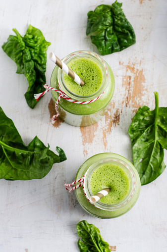 Mash - Food State「Two glasses of spinach smoothie and spinach leaves on white wood」:スマホ壁紙(5)