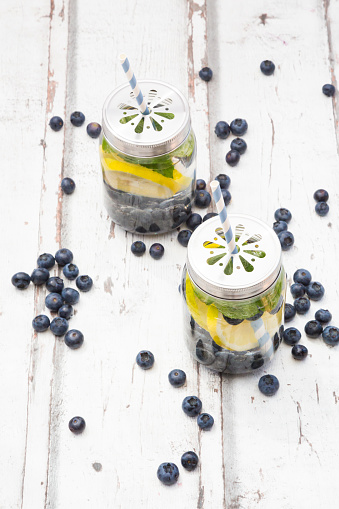 Infused Water「Two glasses of infused water with lemon slices, blueberries and mint」:スマホ壁紙(9)