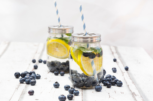 Infused Water「Two glasses of infused water with lemon slices, blueberries and mint」:スマホ壁紙(15)