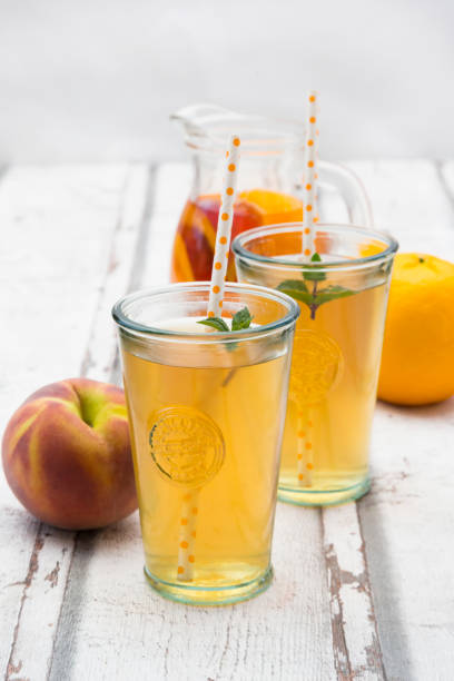 Two glasses of peach orange ice tea:スマホ壁紙(壁紙.com)