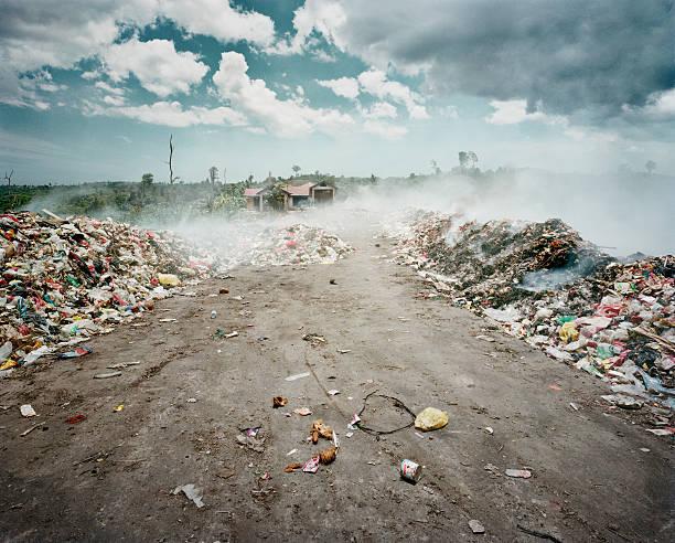 Rubbish dump on fire:スマホ壁紙(壁紙.com)