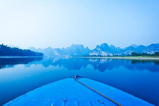 Guilin Hills「Blue boat on Li river, Guilin, China」:スマホ壁紙(17)