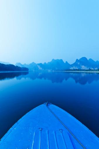 桂林山水「ブルーのボートで、桂林、漓江は、中国」:スマホ壁紙(0)