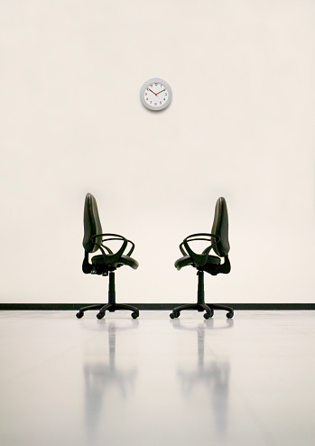 Employment And Labor「Office Chairs and Clock」:スマホ壁紙(3)