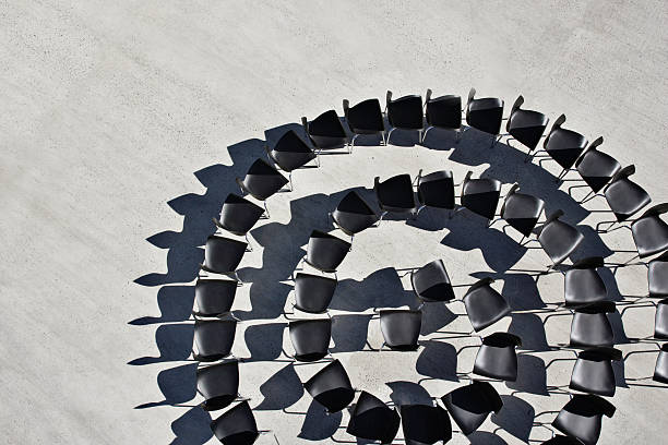Office chairs in spiral formation:スマホ壁紙(壁紙.com)