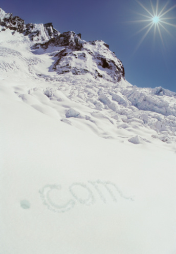 Blanche Vallee「France, Chamonix, Vallee Blanche, .com drawn in snow」:スマホ壁紙(16)