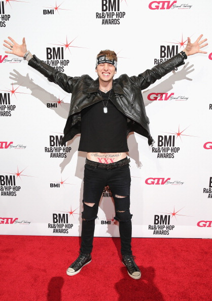 Necklace「Songwriters Honored At 2013 BMI R&B/Hip-Hop Awards - Arrivals」:写真・画像(9)[壁紙.com]